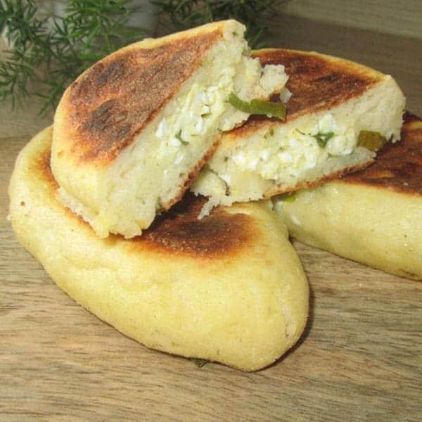 Biezpiena pīrādziņi ar sieru un olu (pannā)