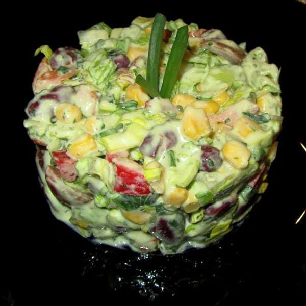 Fitnesa salāti ar avokado mērci