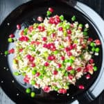 Tunča salāti ar kuskusu un zaļajiem zirnīšiem