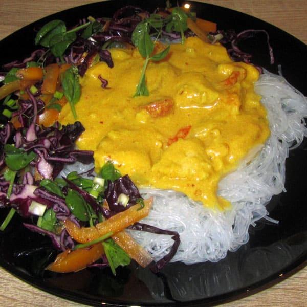 Asais vistas karijs ar rīsu nūdelēm
