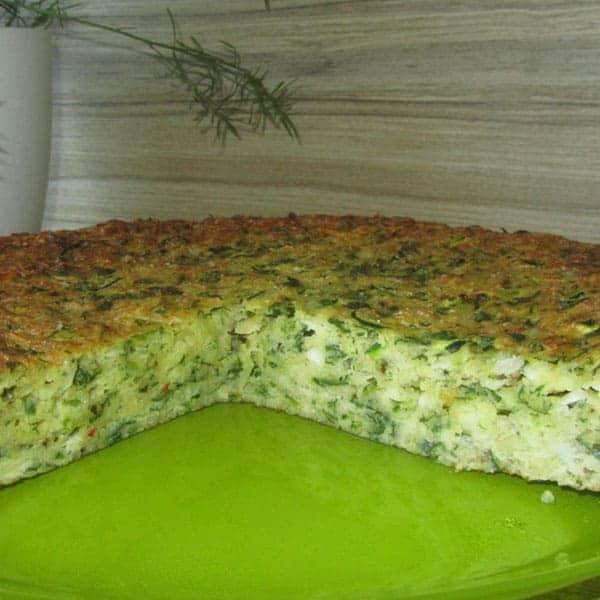 Cukini pīrāgs ar sieru un zaļumiem