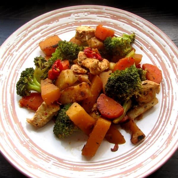 Dārzeņu sautējums ar vistas fileju