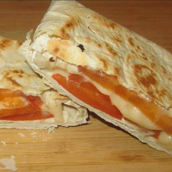 Lavaša kabatiņas ar sieru un hurmu