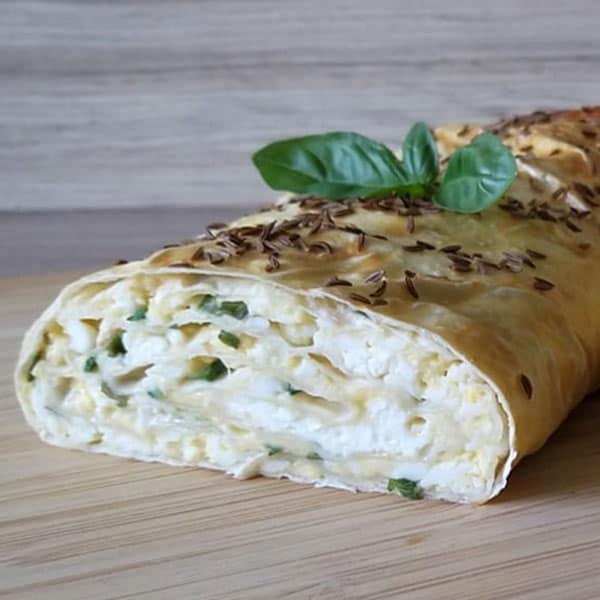 Lavaša rulete ar olām, biezpienu un sieru