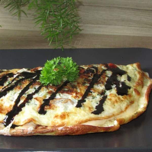 Omlete ar tunci un sieru