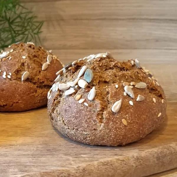 Pilngraudu maizītes ar ķimenēm un linsēklām
