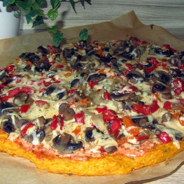 Veģetārā pica ar ķirbja-biezpiena pamatni