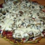Veģetārā pica ar sēnēm pannā
