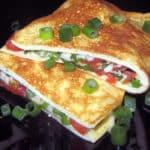 Brokastu omlete ar sieru un cherry tomātiņiem