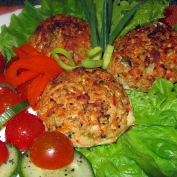 Laša kotletes ar dārzeņiem un basmati rīsiem