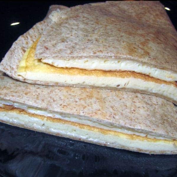 Omlete tortiljā ar sieru