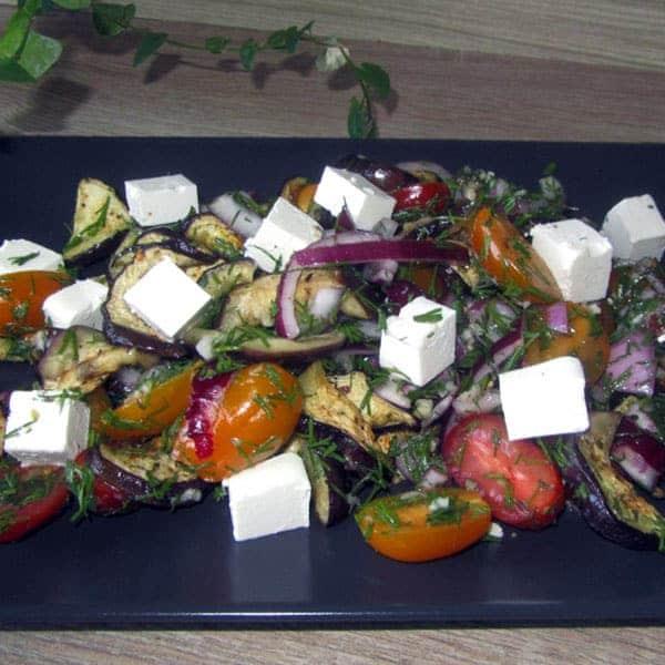 Salāti ar baklažāniem un fetas sieru