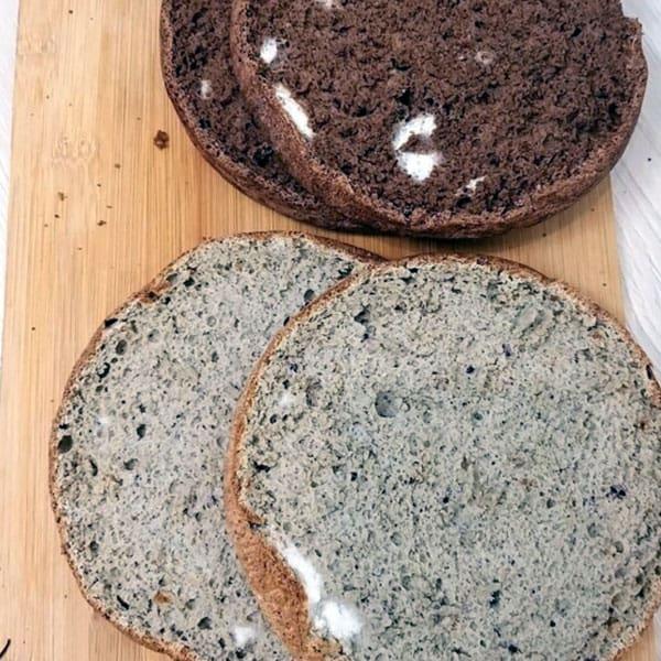 Torte ar iebiezinātā piena krēmu, valriekstiem un žāvētām plūmēm
