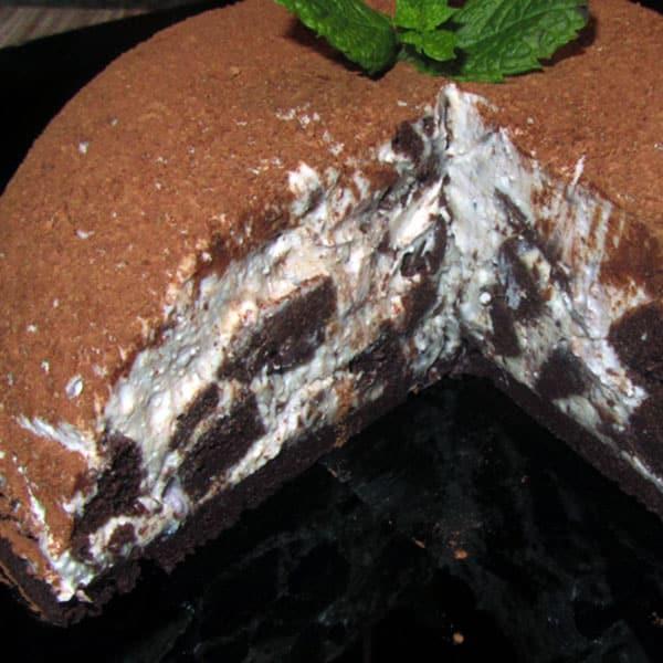 Ātrā šokolādīgā kūka mikroviļņu krāsnī
