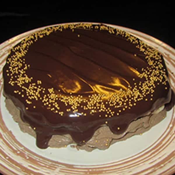Bezē torte ar kakao krēmu un banānu