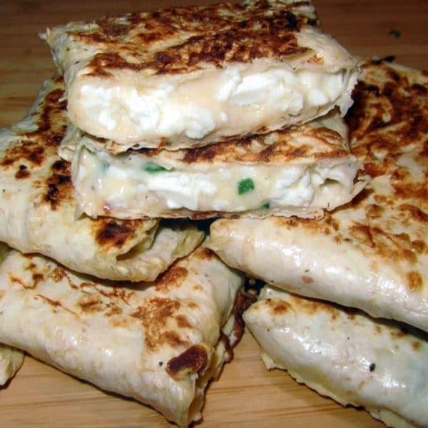 Pildītie mini lavaši ar sieru un biezpienu