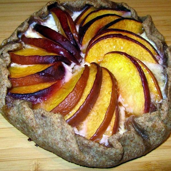 Pilngraudu persiku tarte