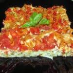 Pīrāgs ar tītara gaļu kabačiem un tomātiem