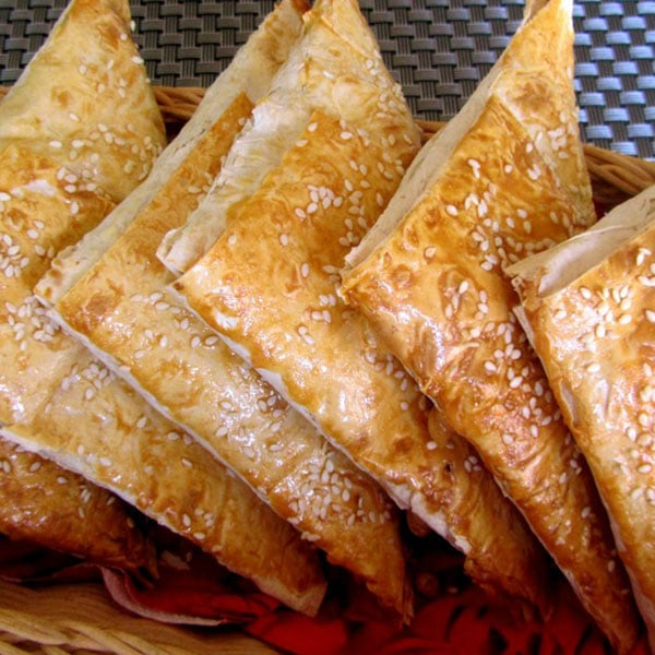 Lavaša pīrādziņi ar vistas fileju un šampinjoniem