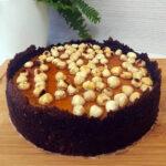 Siera kūka ar lazdu riekstiem karamelē