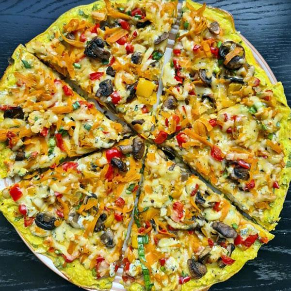 Cukini pica ar sēnēm dārzeņiem un sieru