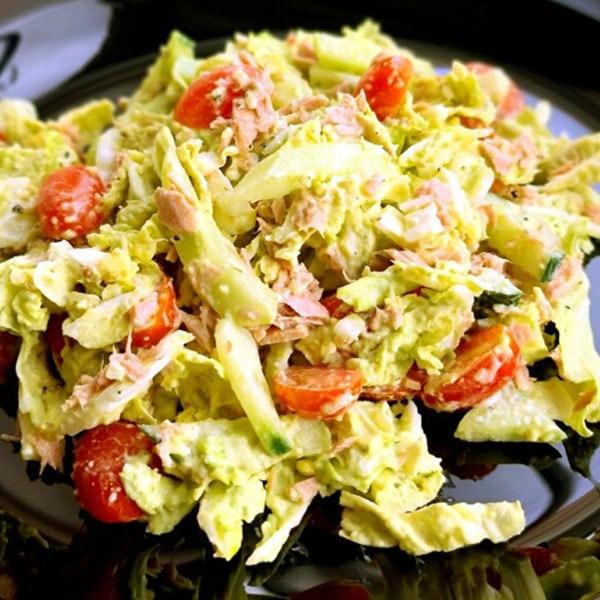 Salāti ar ķīnas kāpostu un tunci