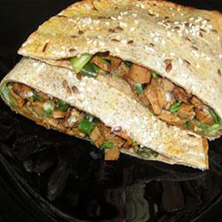 Tortiljas ar gailenēm sieru un zaļajiem lociņiem